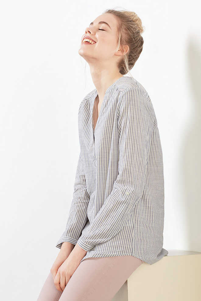 Esprit / Delicate Henley blouse in 100% cotton