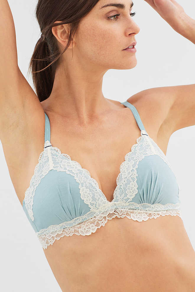 Esprit / Padded, wireless bra with lace