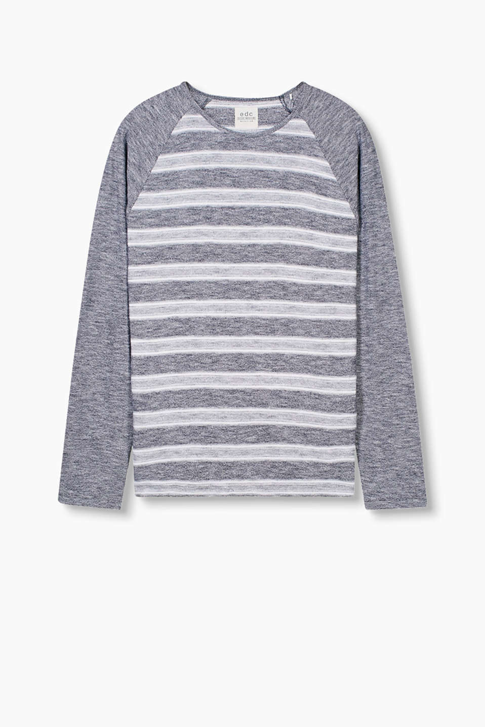 Casual long sleeve top in a striped look with contrasting raglan sleeves, made of 100% cotton