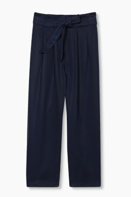 Flowing culottes with tie-around belt