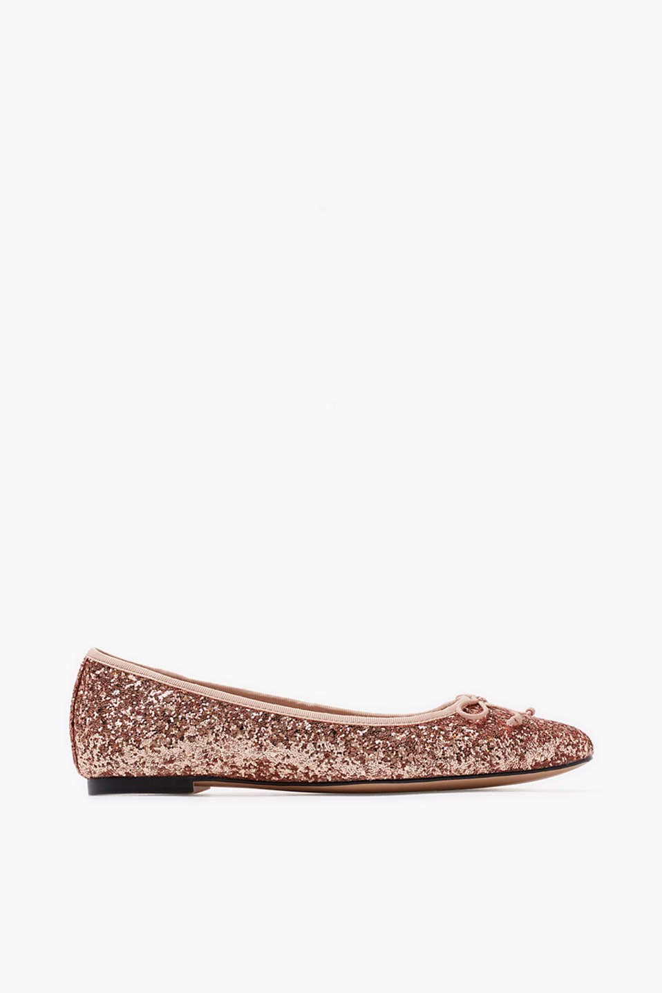 Ballerinas in a pointed design with an elegant, glittery look