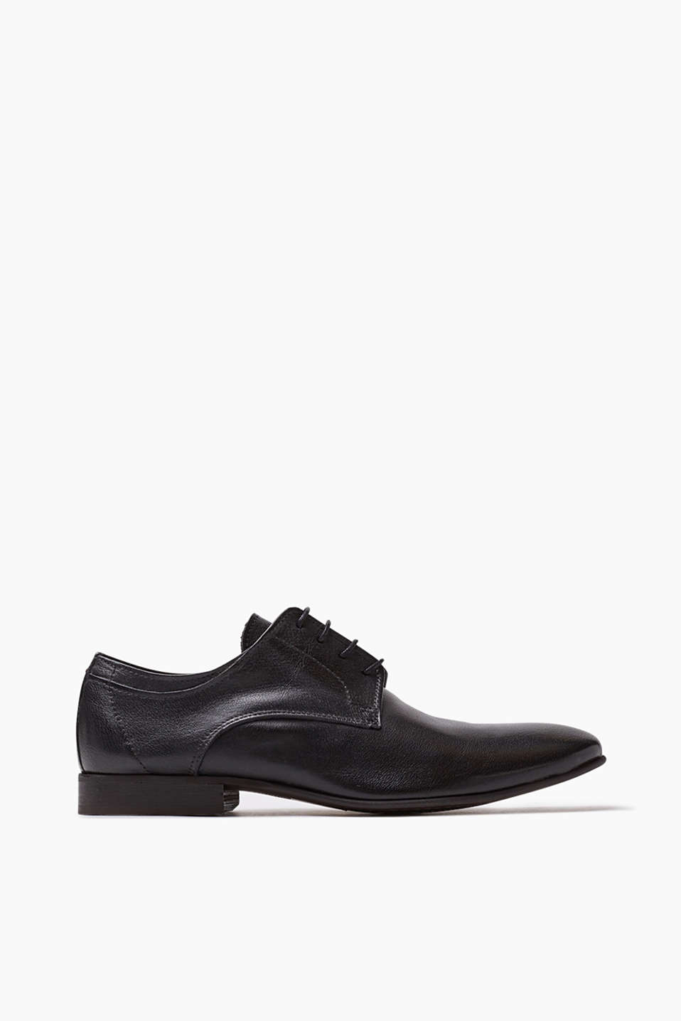 Modern business: Soft, smooth leather lace-ups