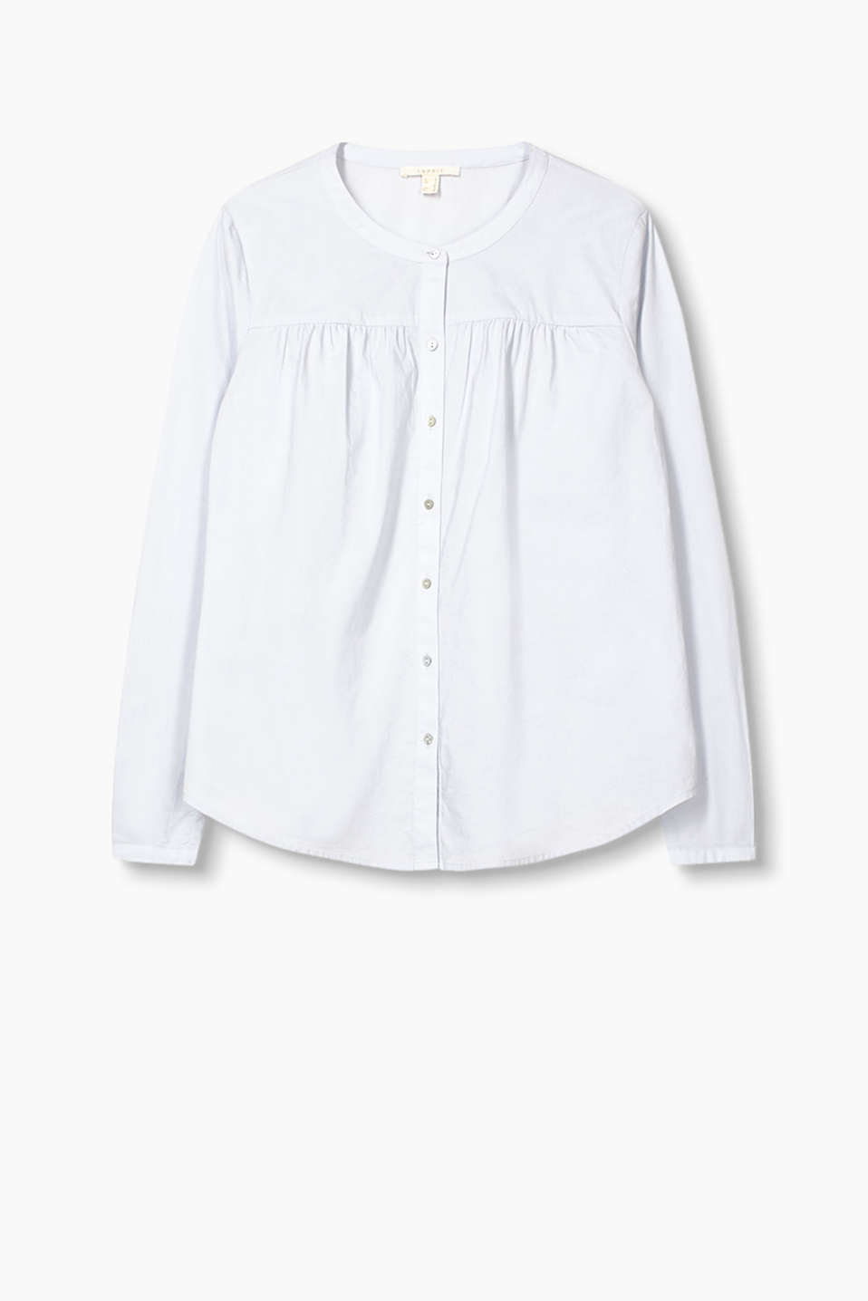 Blouse in smooth cotton fabric with gathered shoulder yokes and mother-of-pearl buttons