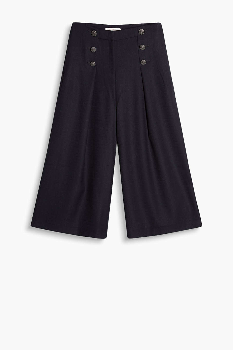 Widely cut culottes with decorative buttons on the waistband
