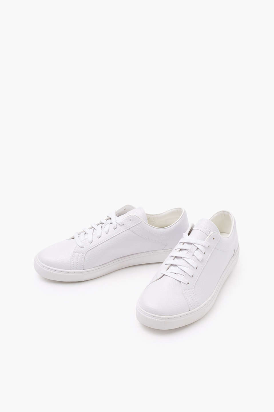 We love trainers! Trendy trainers in imitation leather with an authentic grain