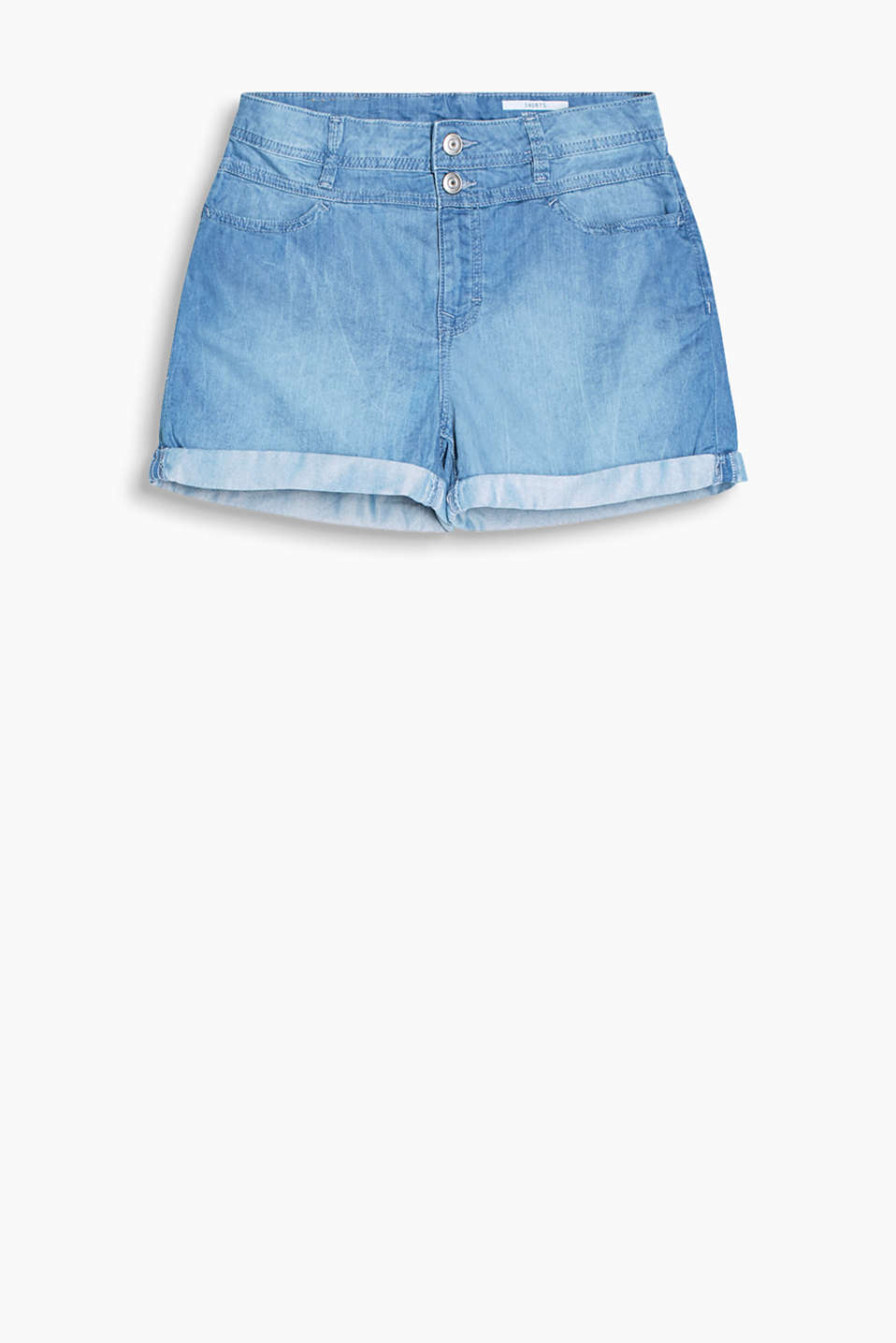 Casual shorts in lightweight, summer denim with a waist yoke and fixed turn-ups
