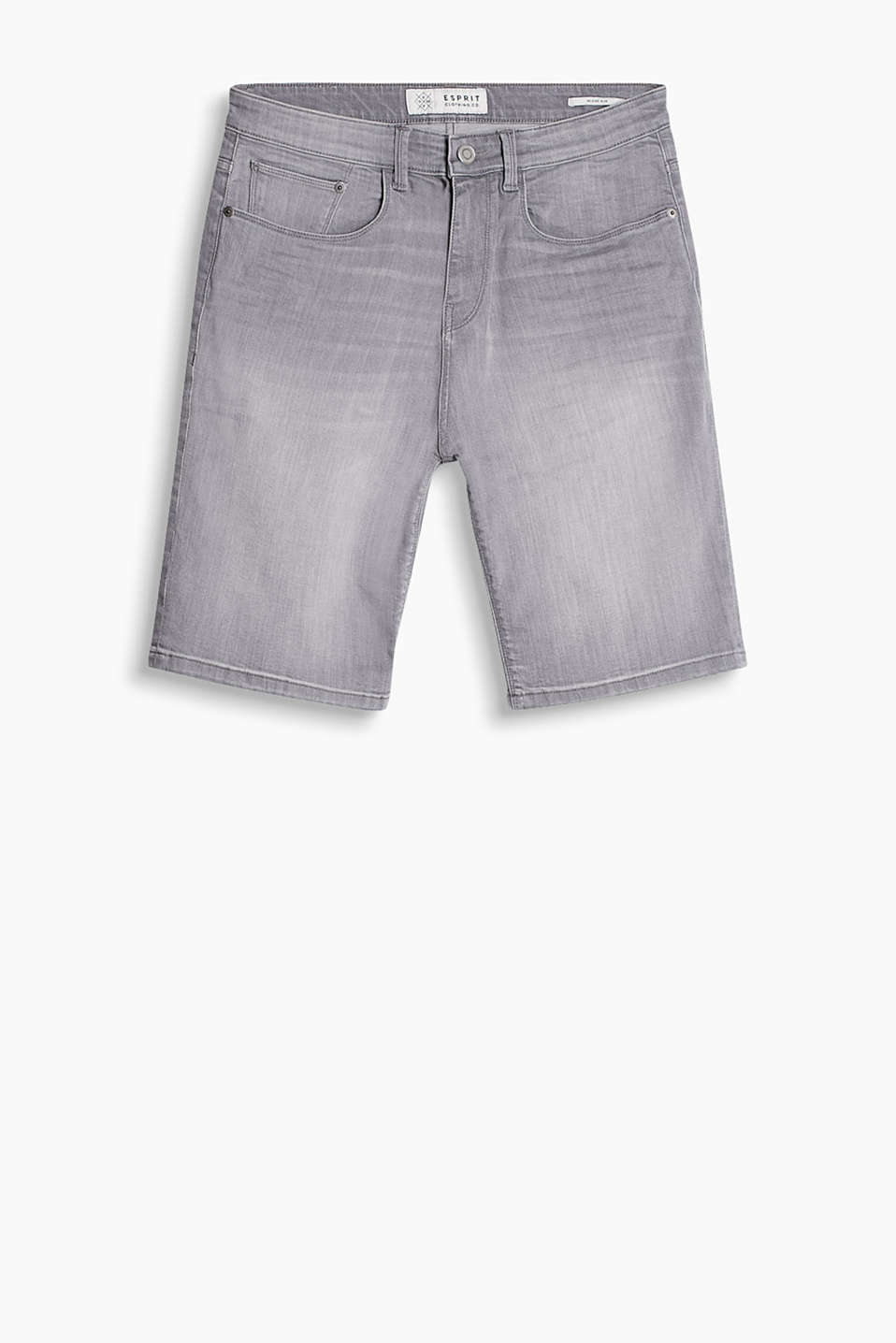 Bermuda short swith a subtle vintage finish in a classic five-pocket style
