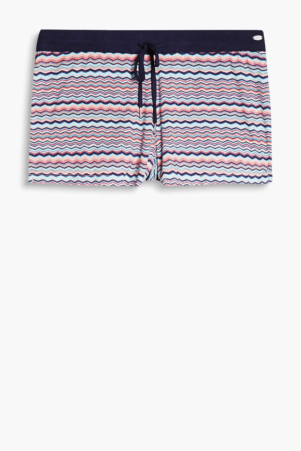 Smooth shorts with a zigzag print and a comfortable, wide elasticated waistband, stretch jersey