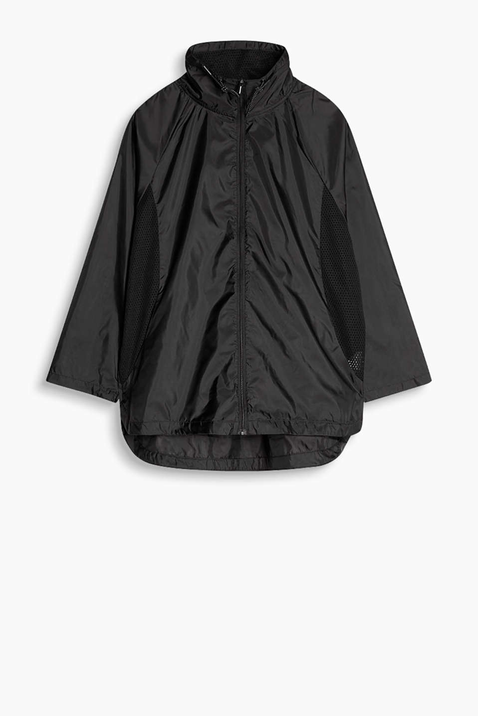 Ultra lightweight nylon jacket with mesh details and a reflective logo at the back