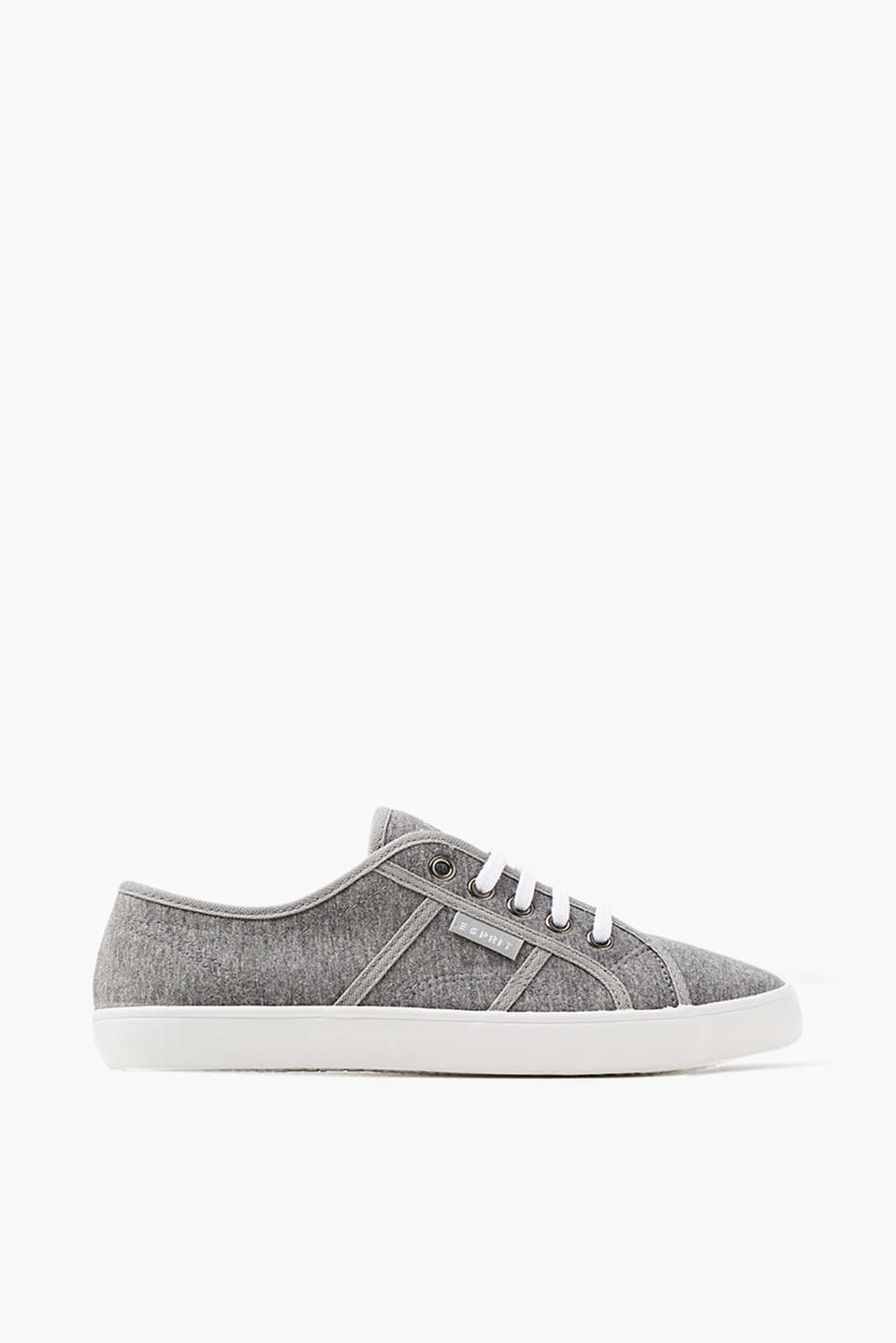 Lace-up trainers in a slim design