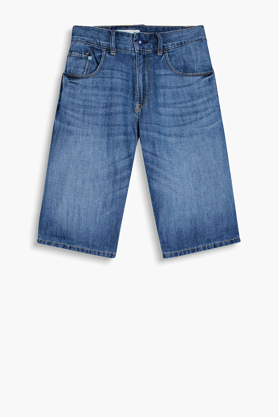 Bermuda shorts with distinctive washed effects in a classic five-pocket style