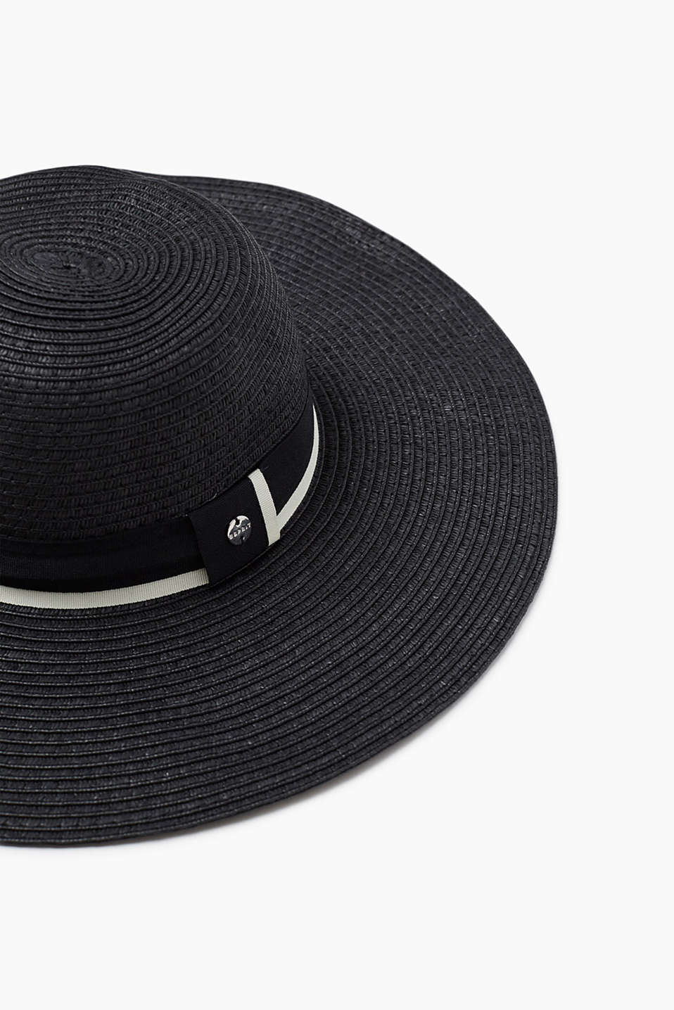 Straw hat in a tone-in-tone look with a striped crêpe hat band