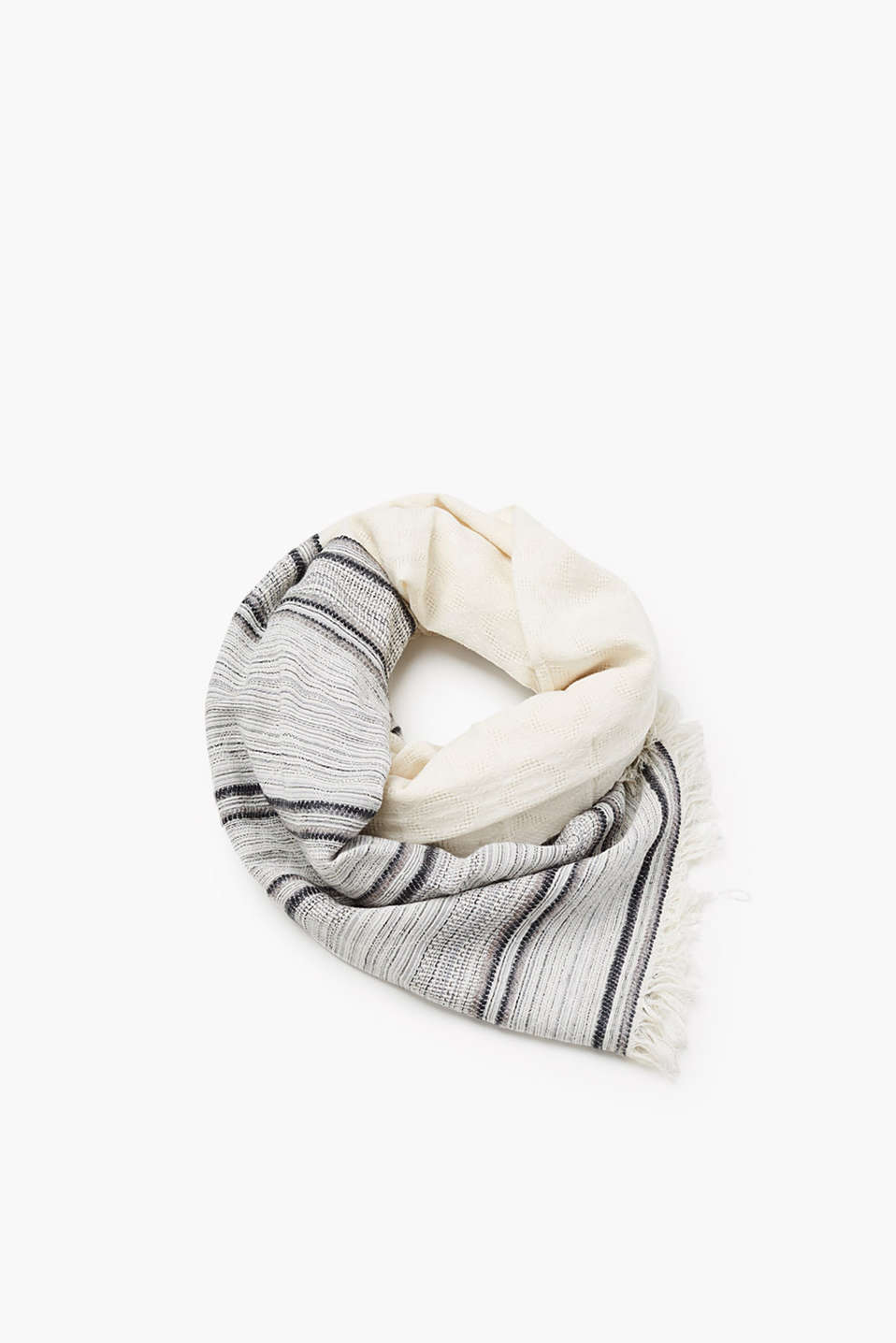 Made of soft blended cotton: scarf with fine fringing