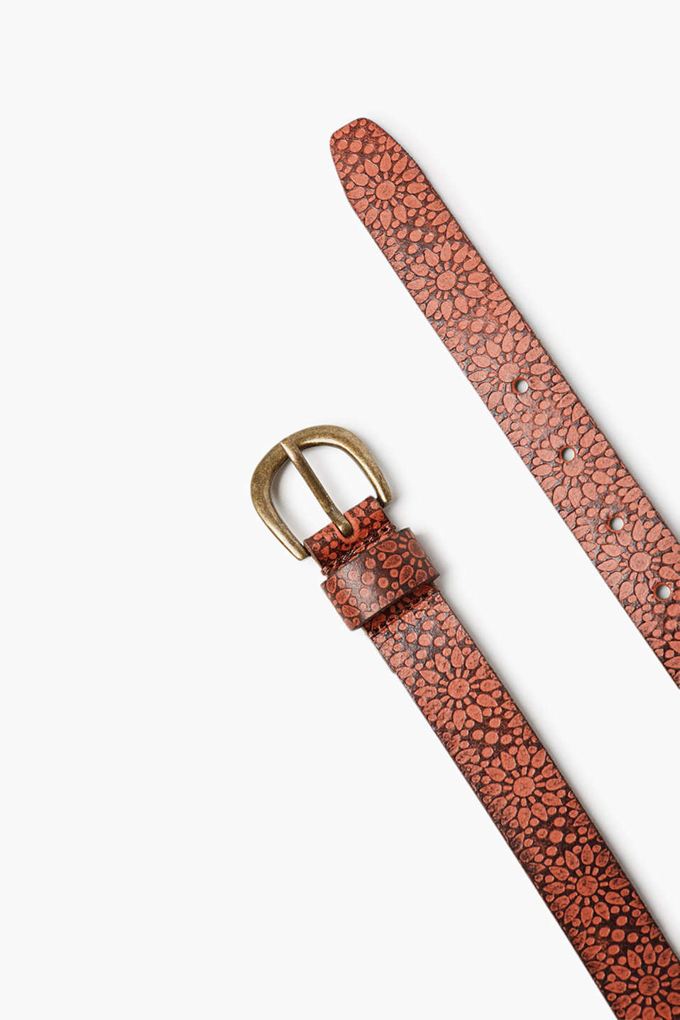 Narrow belt with a metal buckle in buffalo leather