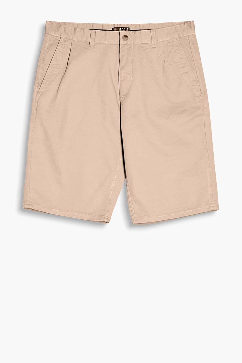 With a high-quality herringbone texture: chino-style shorts