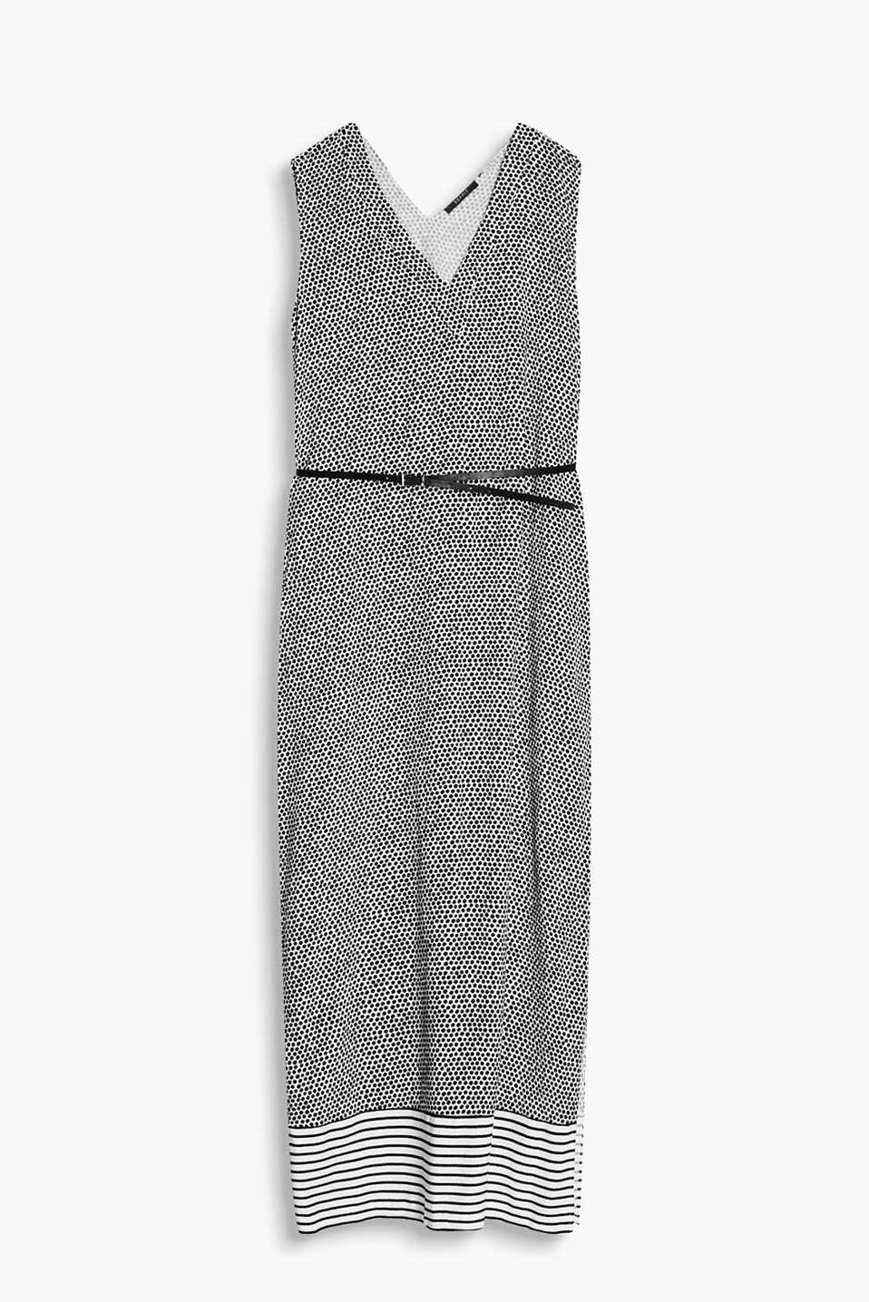 Flowing maxi dress in a mix of patterns with a V-neckline and a narrow belt in faux leather