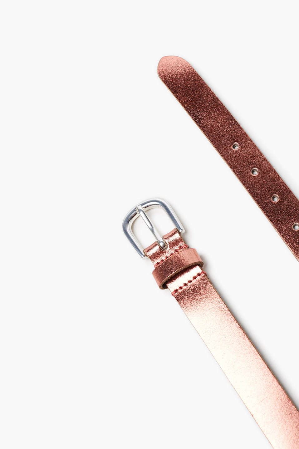 Smooth buffalo leather belt with polished metal buckle
