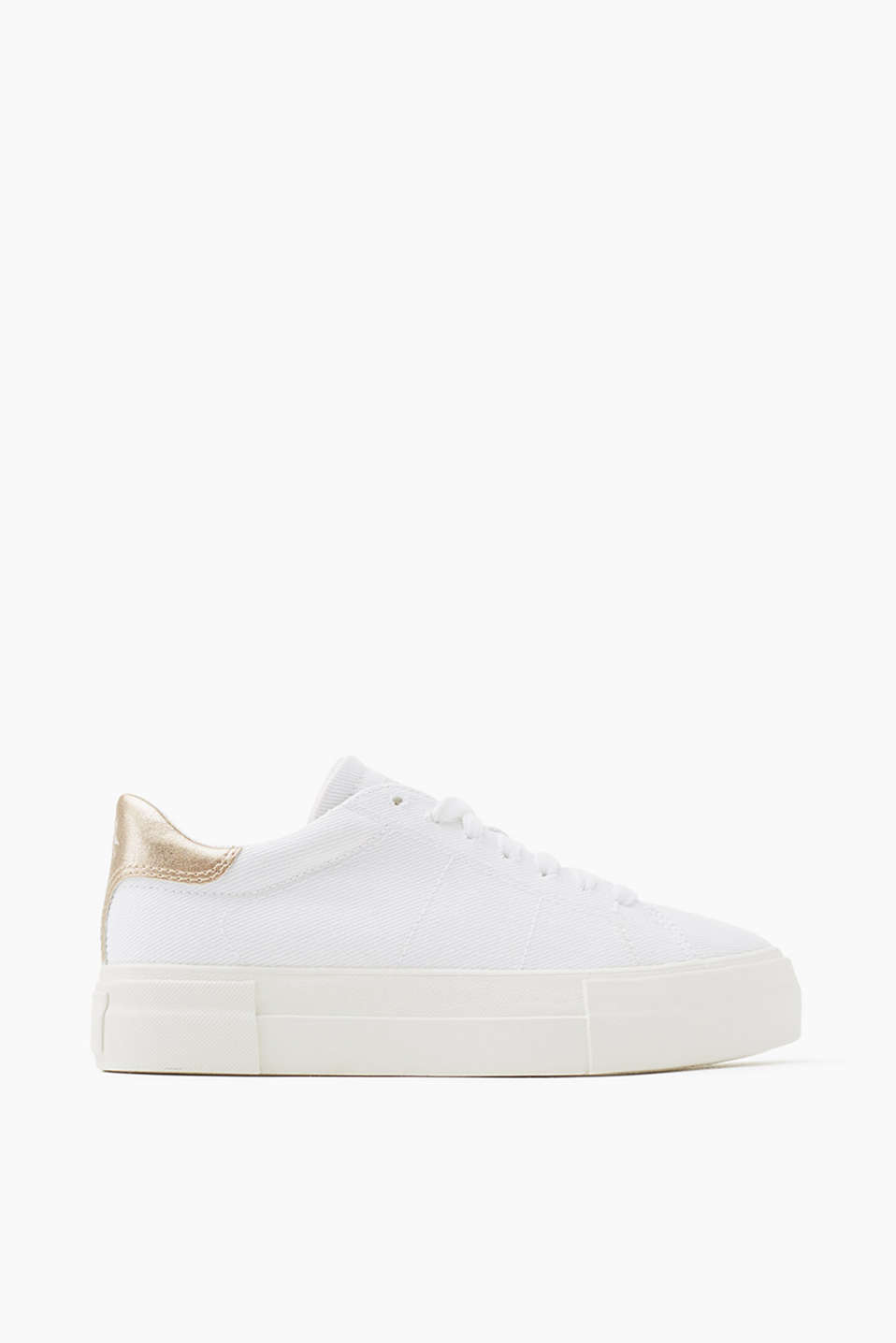 With a distinctive platform sole: lace-up trainers