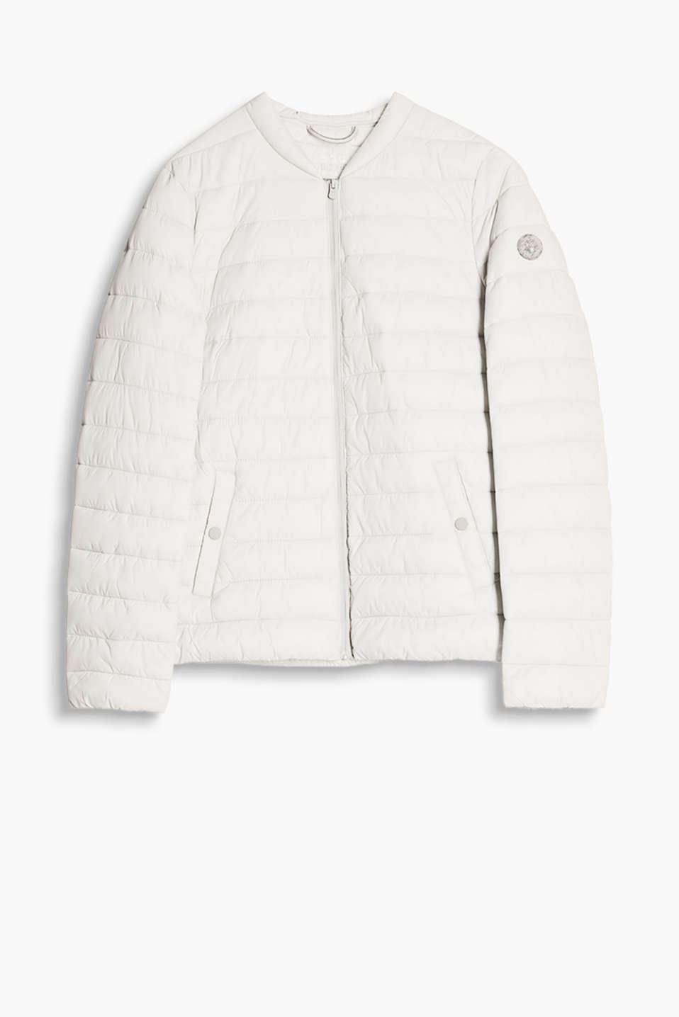 This matte quilted jacket with padding holds in the warmth yet feels extremely lightweight