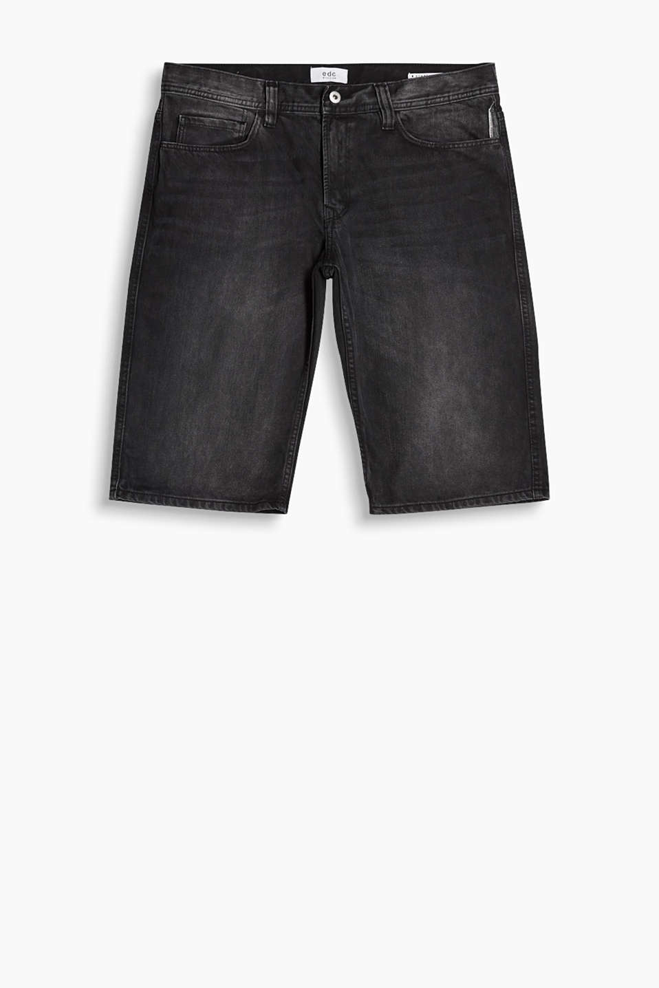 With a high-quality, trendy garment wash: Bermudas in a five-pocket style, in cotton denim