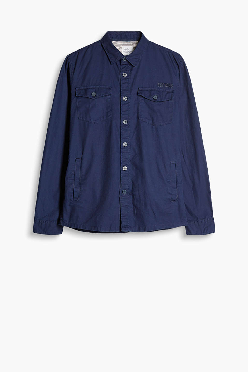 Robust shirt with chest pockets, slit pockets, and print on the back in a utility style