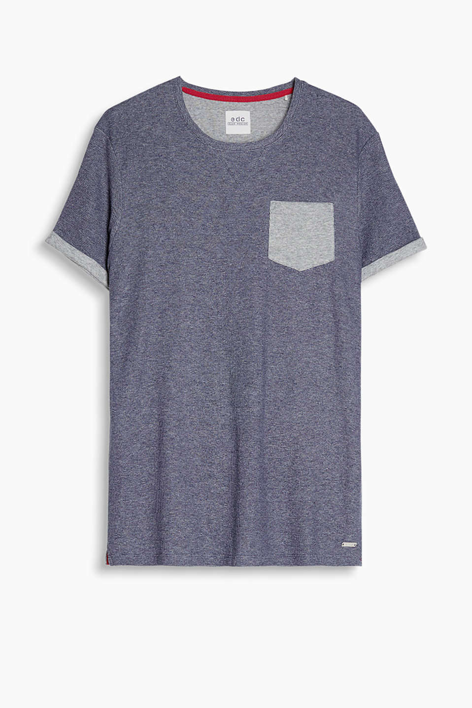 T-shirt made of waffle piqué fabric with a ribbed breast pocket and fixed turn-ups on the sleeves