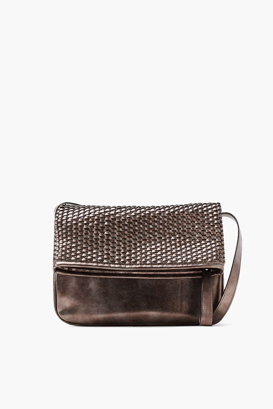 Med kant i førsteklasses fletlook: flap-over-bag i trendy metallic-look