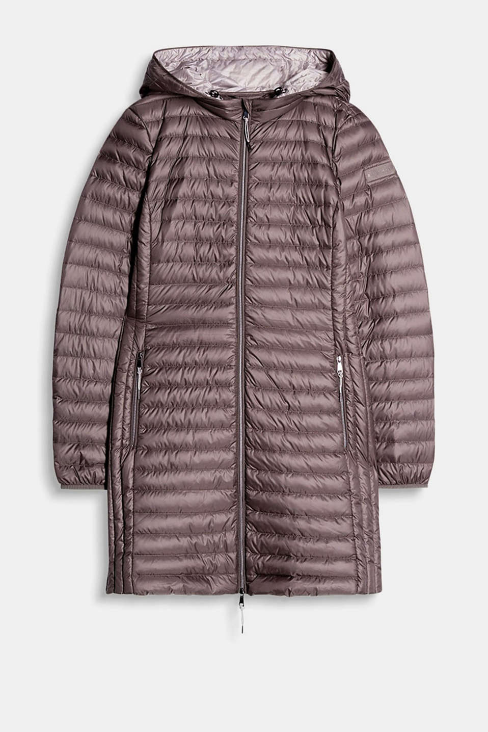 Fitted quilted coat in different quilted looks, with high-quality details and a practical storage bag