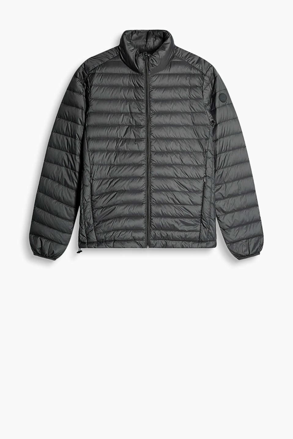 Quilted jacket with contrast lining, stand-up collar + RDS certified down filling, fold up and store in the accompanying bag