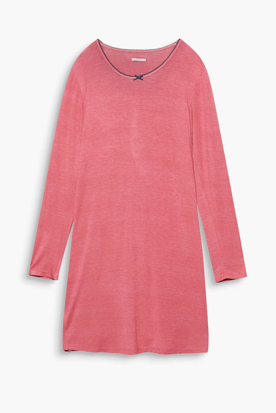 Feminine and flowing – this jersey nightshirt with fine polka dots will have you feeling great!