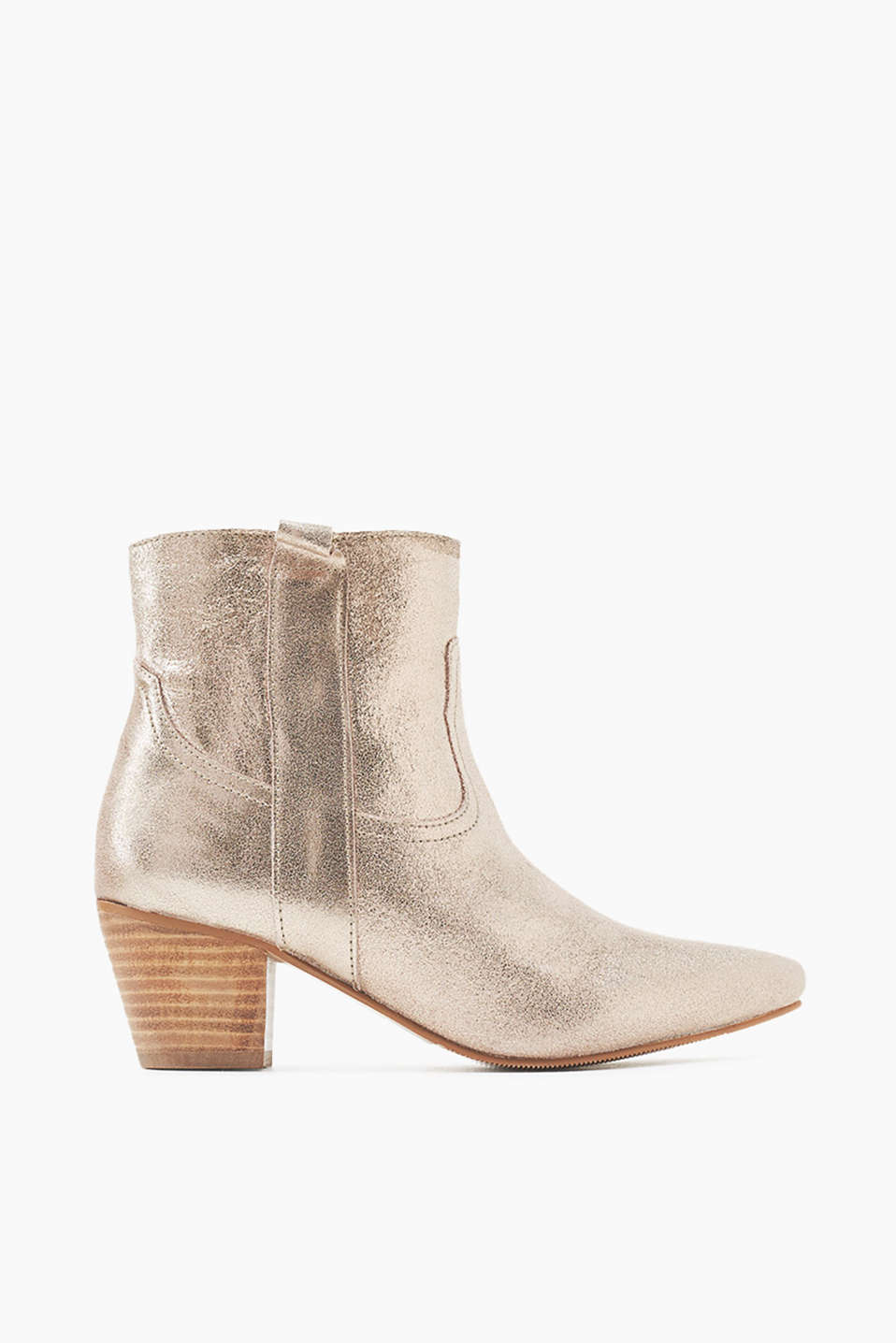 Ankle boots with a block heel and a practical zip on the inside, made of cowhide for a cool western look