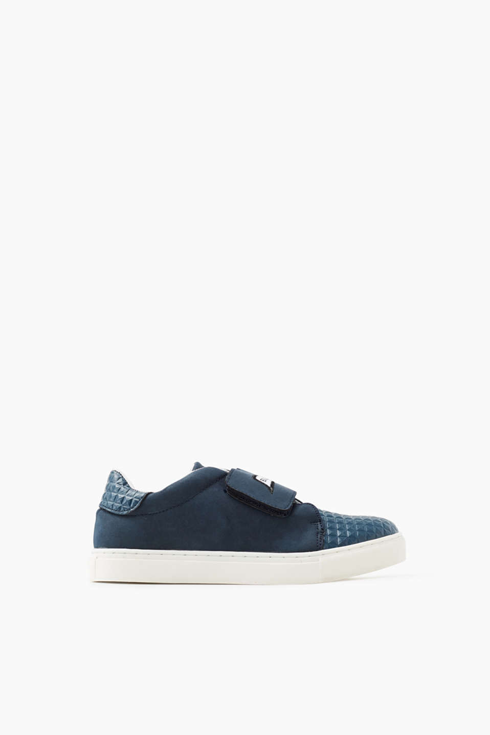 With a wide Velcro strap: trainers with a 3D texture, in faux leather