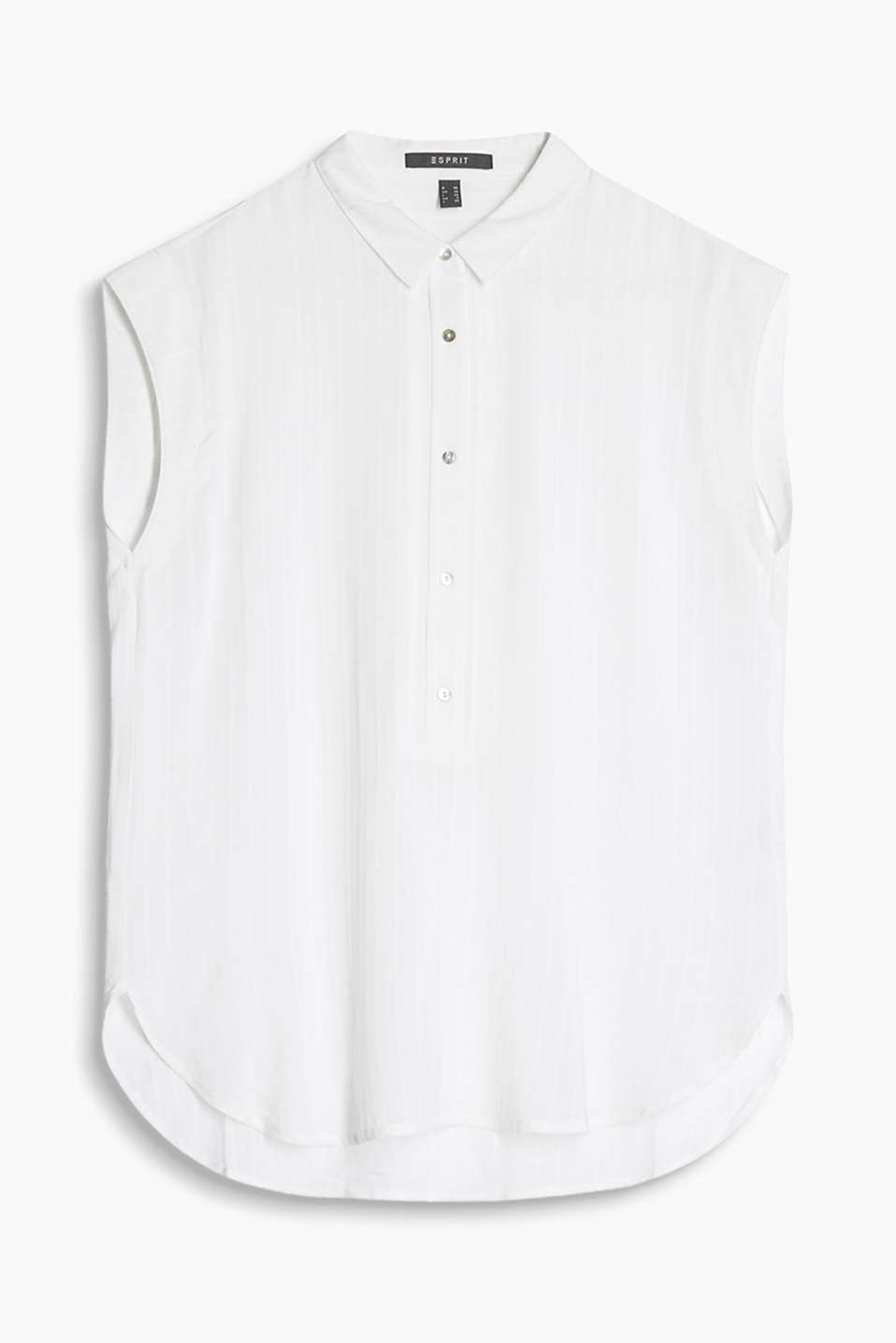 Casual and elegant blouse with fine woven stripes and a mother-of-pearl button placket