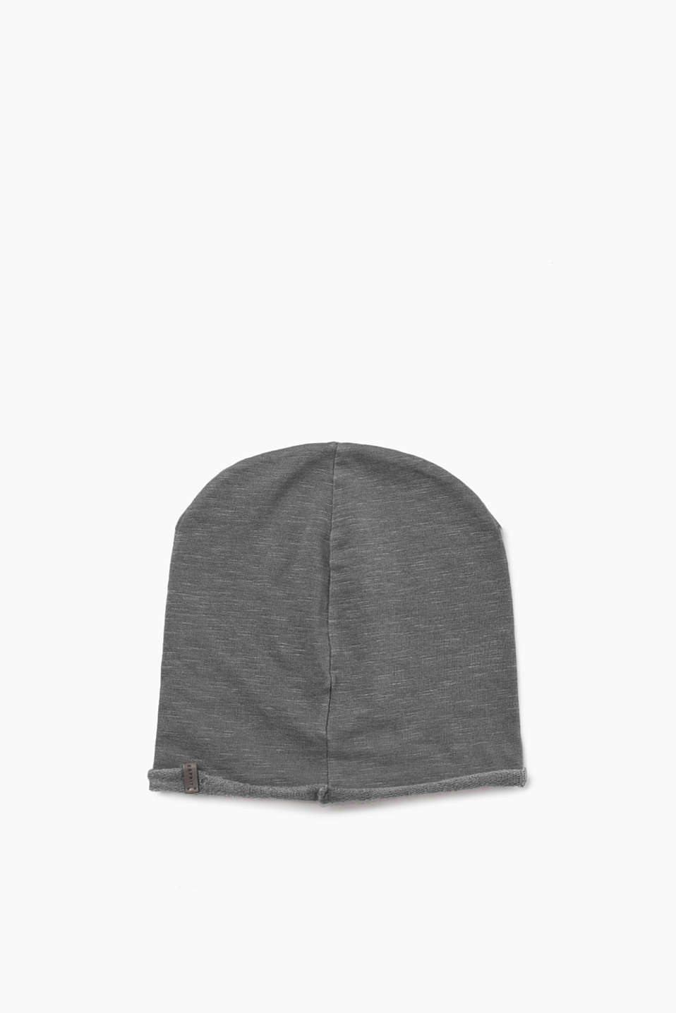 A casual accessory! Jersey beanie with casual garment-washed effects