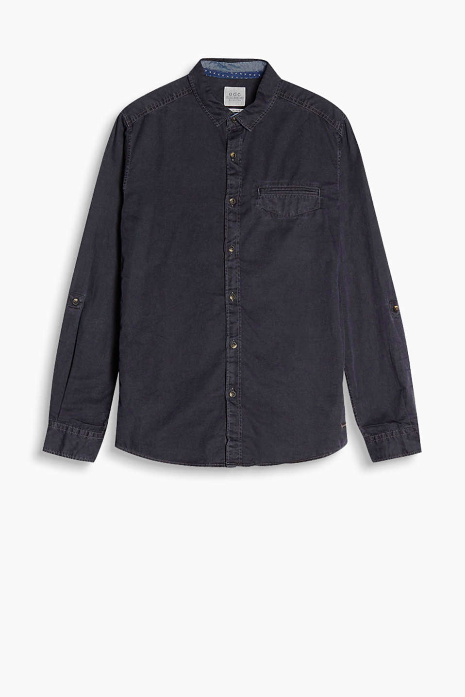 With a welt pocket on the chest, turn-up sleeves and casual garment-washed effects: pure cotton shirt