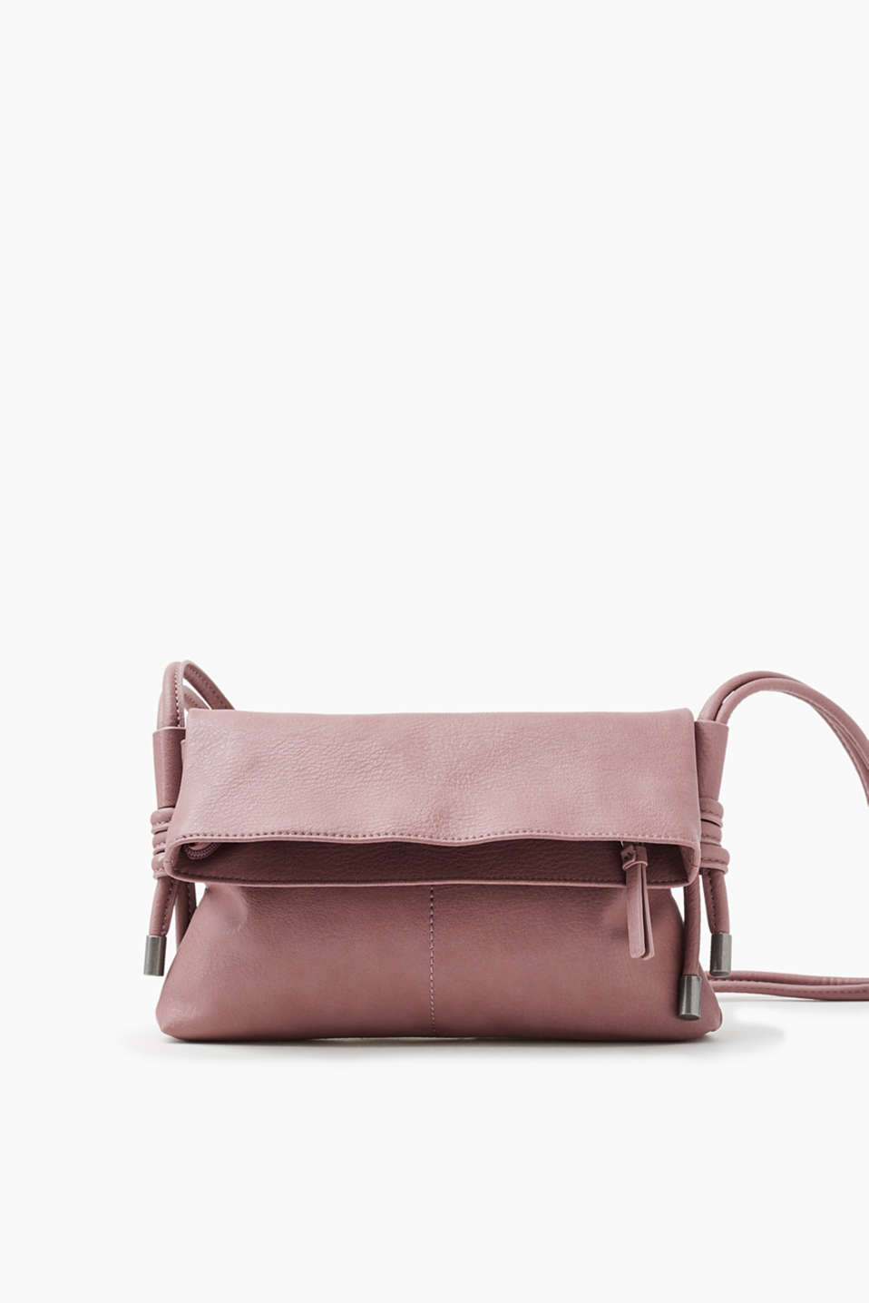 Smooth faux leather flap bag: the length of the shoulder strap can be adjusted