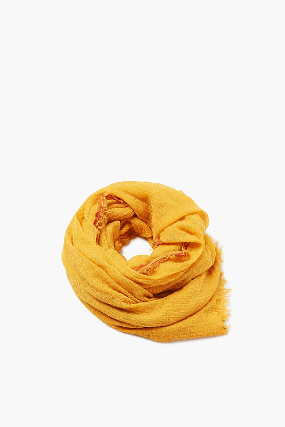 Scarf with fine fringing made of a fabric blend with a percentage of wool