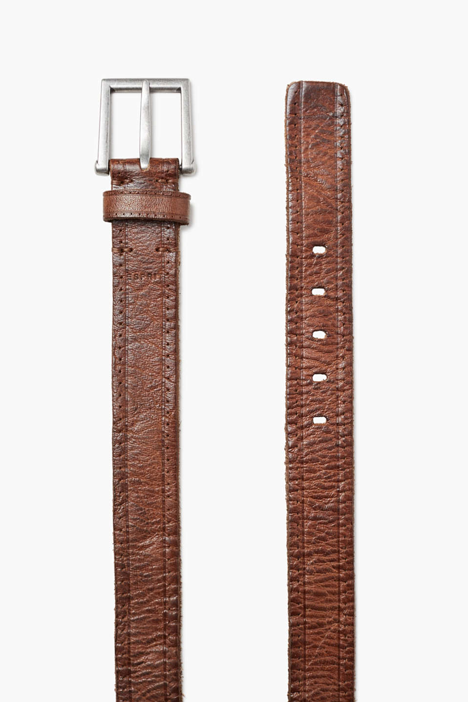 In robust buffalo leather: belt with a distinctive metal buckle