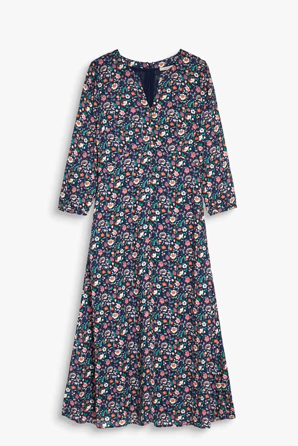 With a swirling skirt: feminine print dress in flowing fabric