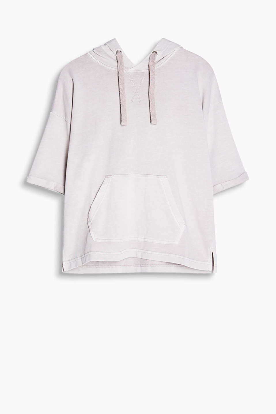 Garment-washed, hooded sweatshirt in 100% cotton with a kangaroo pocket