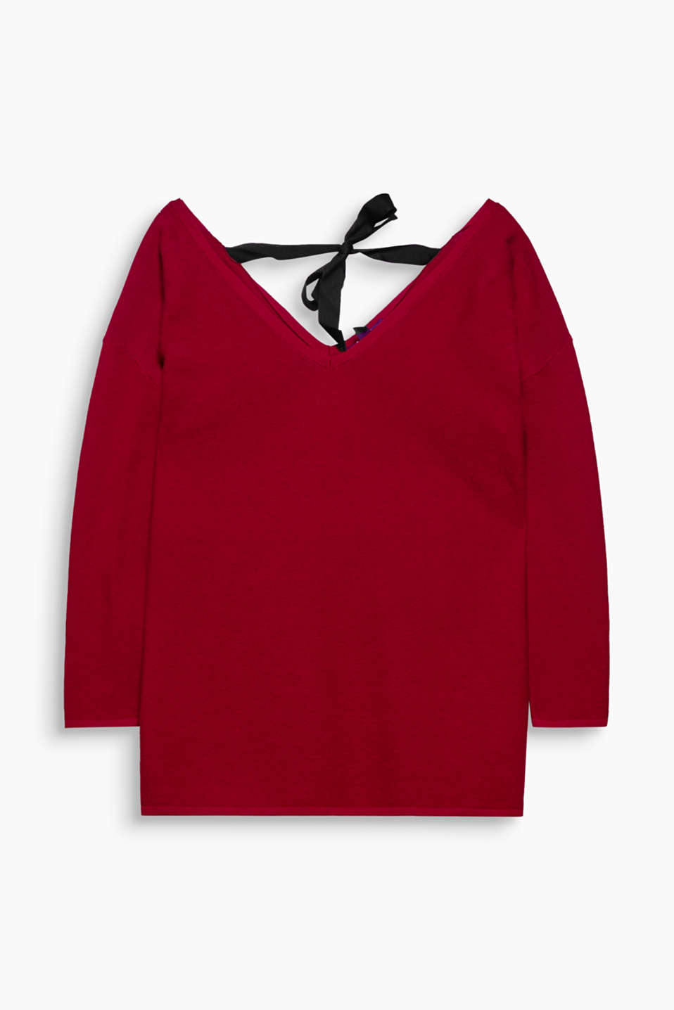 Jumper in a feminine look with dropped shoulders, a wide V-neckline and 3/4-length sleeves