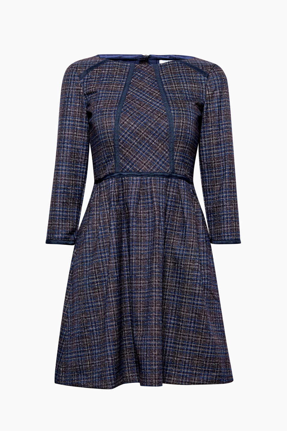 This dress with a checked pattern and feminine fit-n-flare silhouette exudes charming, retro flair.