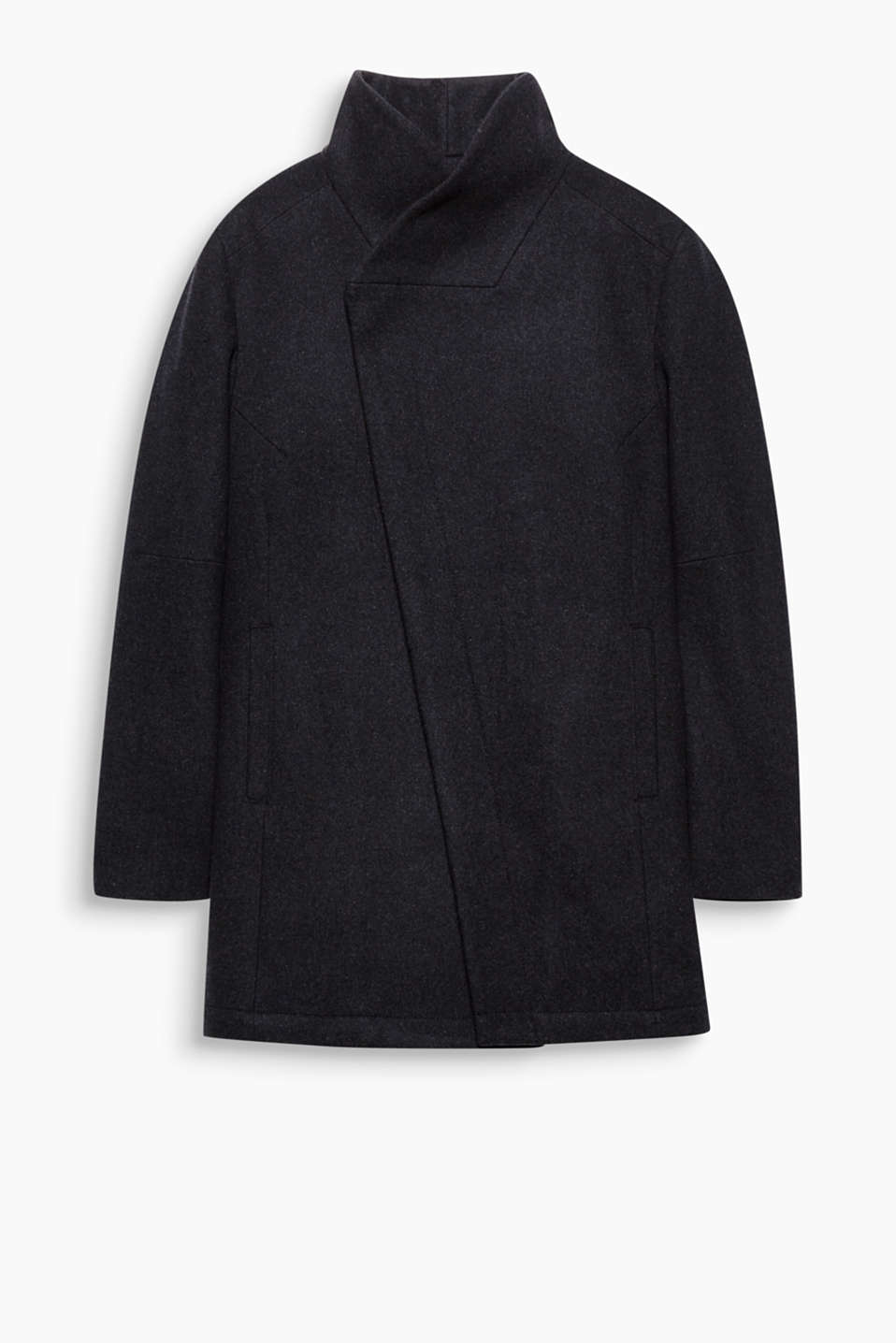 A real highlight thanks to its wide, asymmetric collar! This coat in blended wool will become his season favourite.
