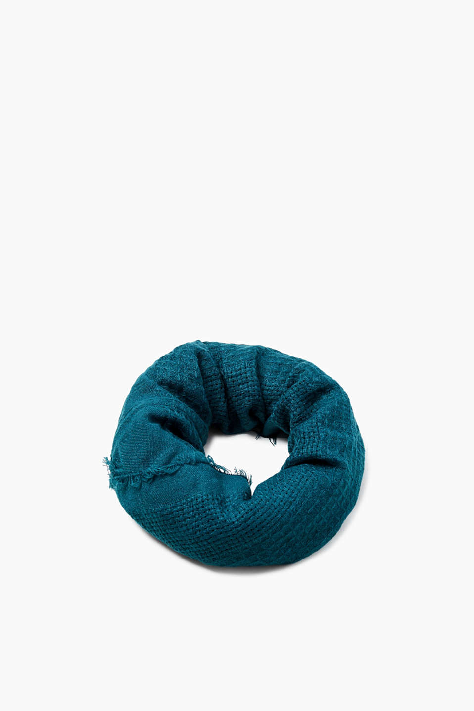 A casual basic in exciting colours: textured fabric snood