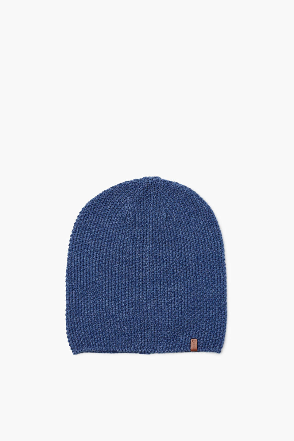 Thanks to the high-quality textured knit yarn, this warm beanie in classic colours is an eye-catching hat