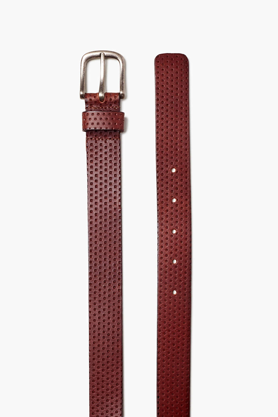 Structure it! The on-point perforations make this belt a stylish accessory!