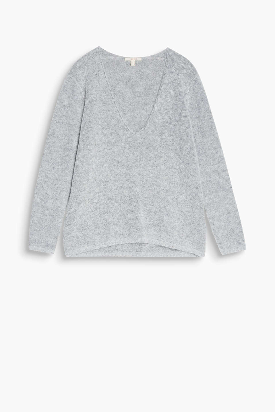 Soft and voluminous: the mini bouclé gives this casual jumper with a large V-neck a cosy feeling!