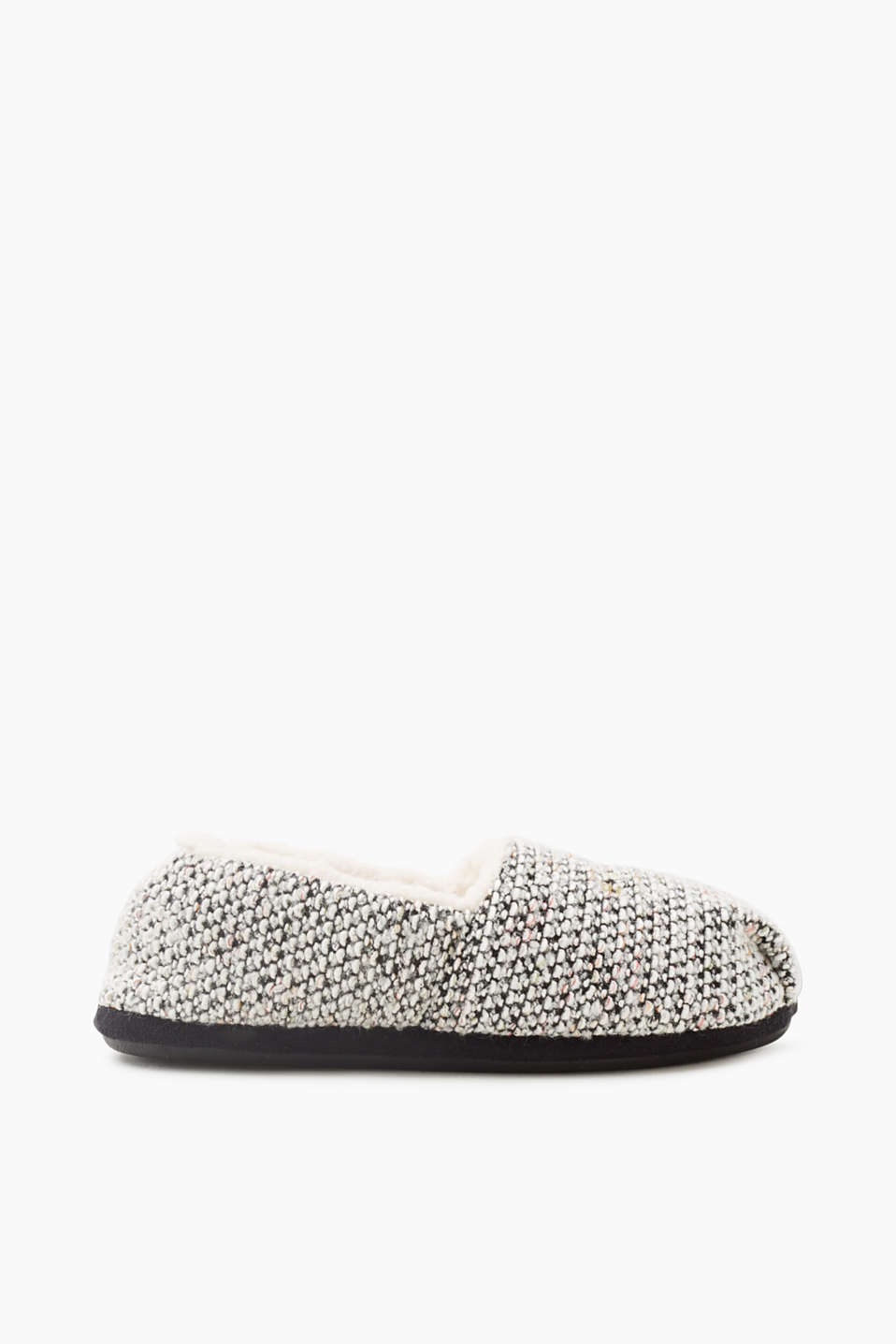 Comfortable in bouclé: Along with soft fake fur, these ballerinas also have a fashionable, textured upper!