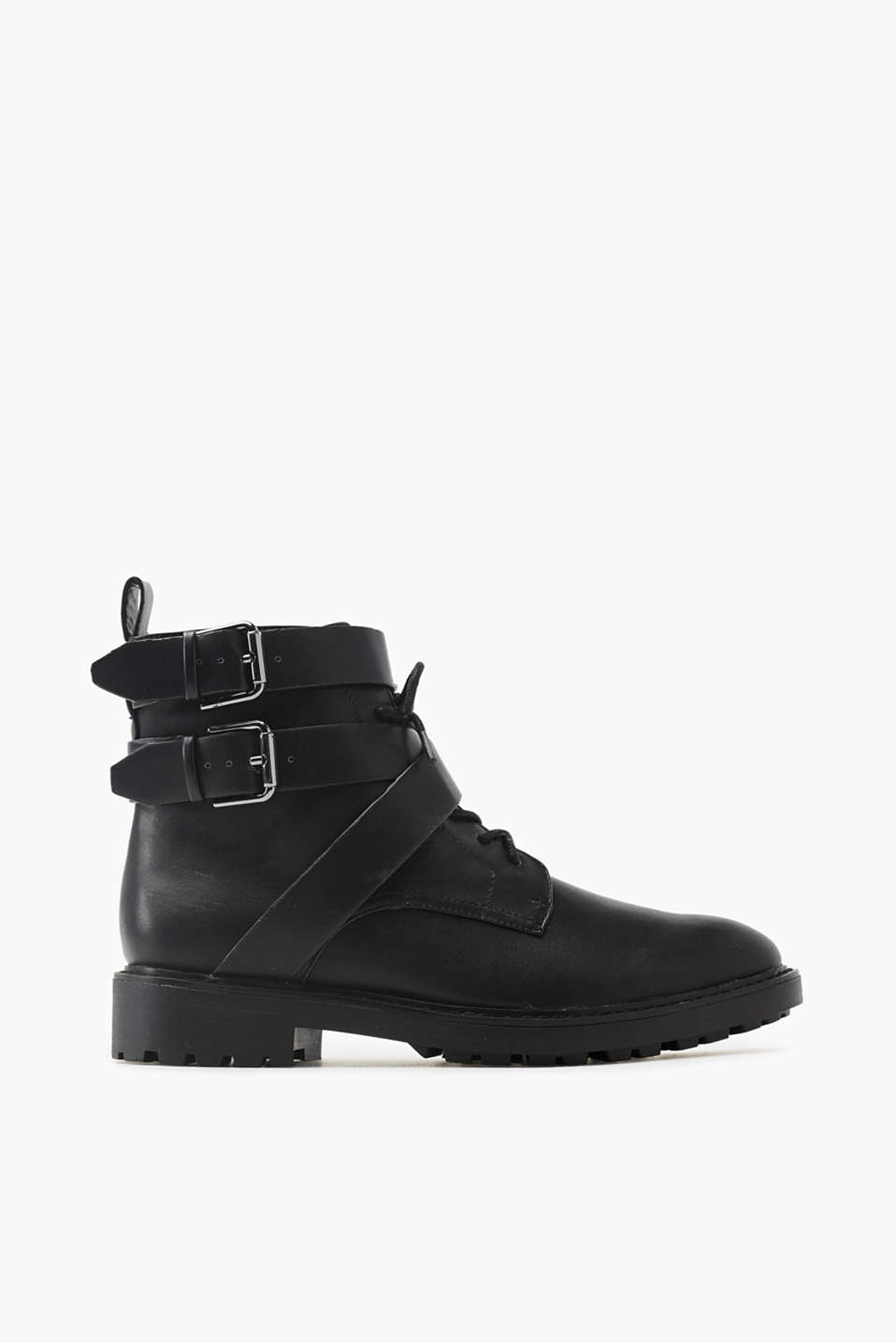 A stylish boot must-have for autumn! The treaded sole and distinctive buckles will round off your style nicely.