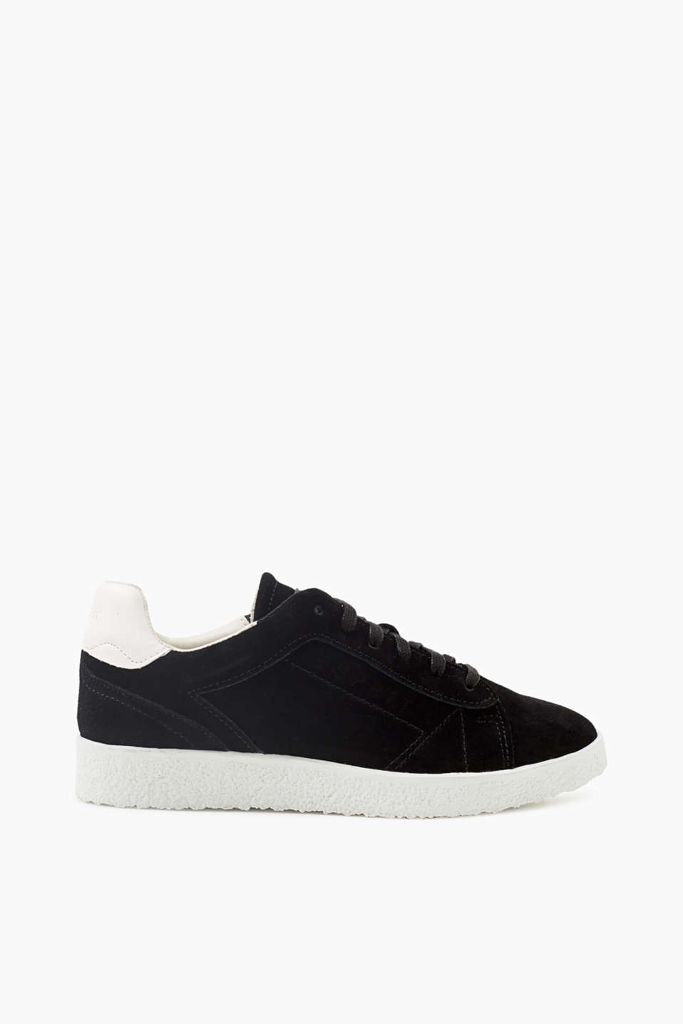 We love trainers! These trainers have a particularly intensive hue thanks to the soft suede.